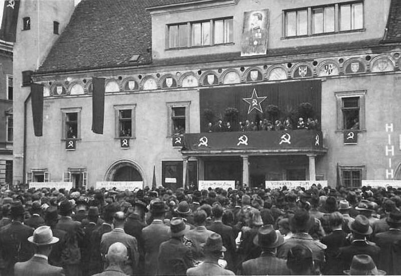 leoben-hauptplatz-1945.jpg