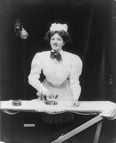 487px-Domestic_servant_ironing.jpg