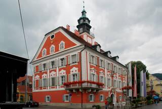 Deutschlandsberg-Rathaus-Foto-Josef-Moser-CC-BY-SA-3.0-via-Wikimedia-Commons.jpg